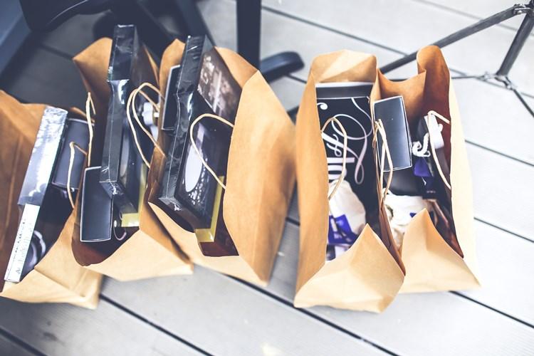 kaboompics.com_Brown shopping bags