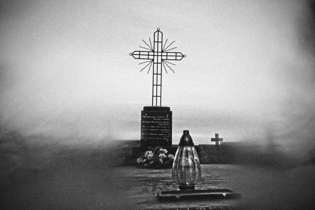 kaboompics.com_Cemetery- grave
